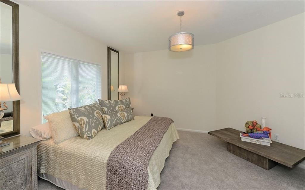 Guest room w/en-suite. - Single Family Home for sale at 2145 Alameda Ave, Sarasota, FL 34234 - MLS Number is A4414337
