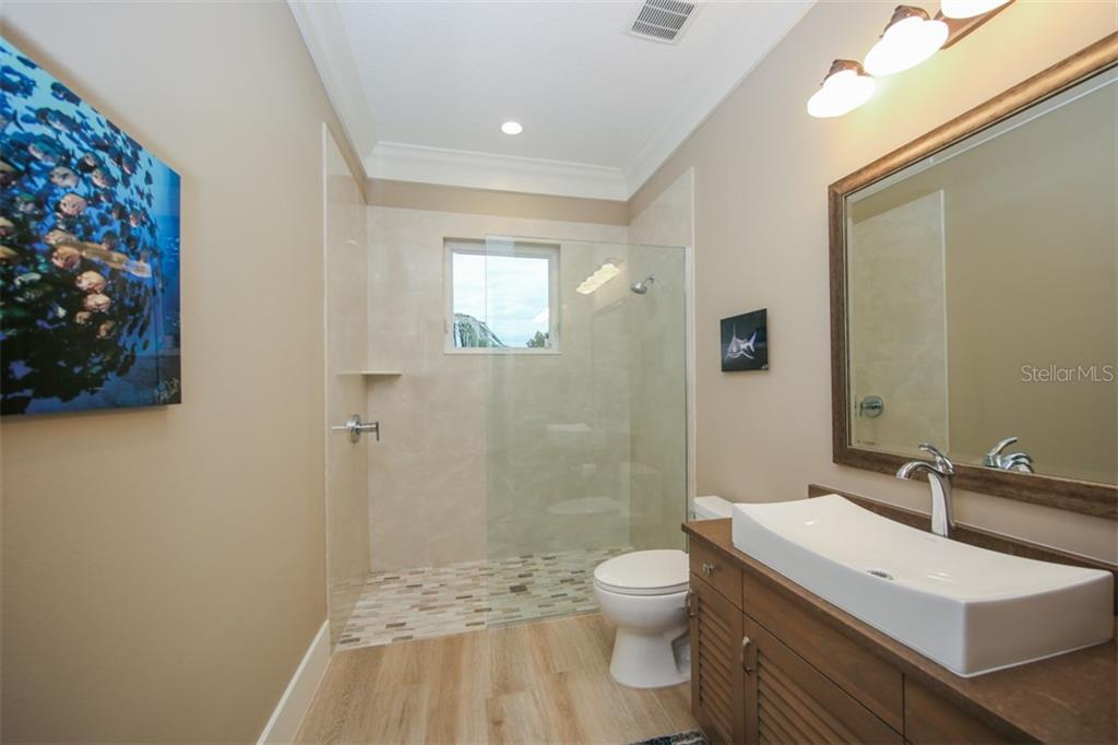 Bathroom 4 - Single Family Home for sale at 4847 Primrose Path, Sarasota, FL 34242 - MLS Number is A4415116