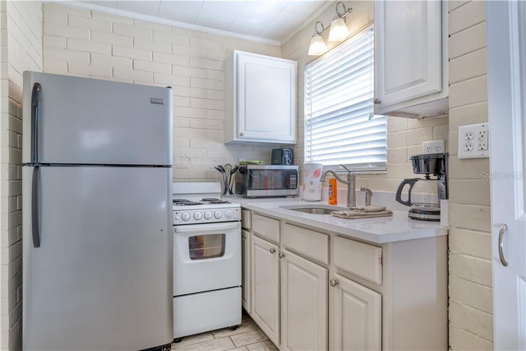 Mulberry Kitchen - Single Family Home for sale at 1101-1105 Point Of Rocks Rd, Sarasota, FL 34242 - MLS Number is A4415890