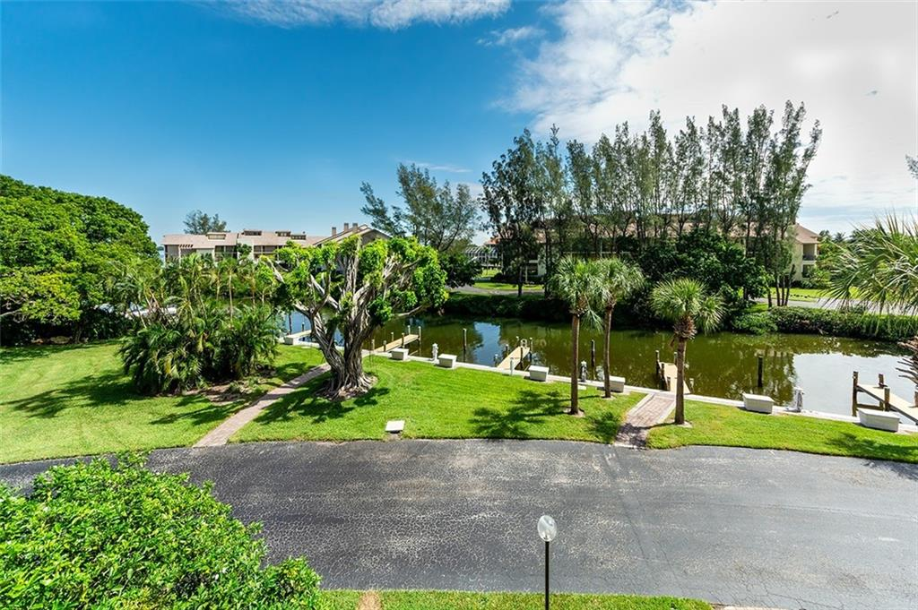 Beautiful grounds that are meticulously maintained. - Condo for sale at 3920 Mariners Way #323a, Cortez, FL 34215 - MLS Number is A4416115