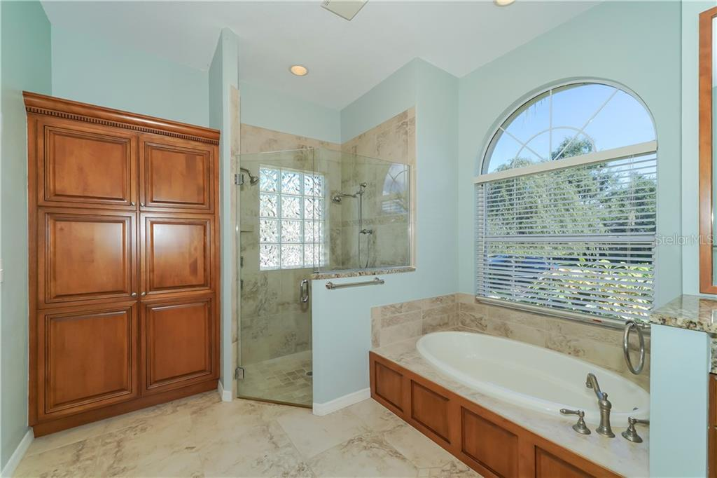 Frame-less glass shower and garden tub - Single Family Home for sale at 1714 79th Ct W, Bradenton, FL 34209 - MLS Number is A4416601