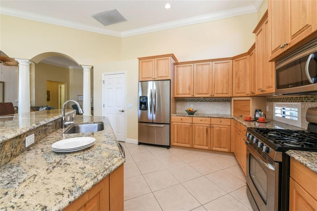 Great Space for Cooking & Entertaining - Single Family Home for sale at 7060 Whitemarsh Cir, Lakewood Ranch, FL 34202 - MLS Number is A4417363