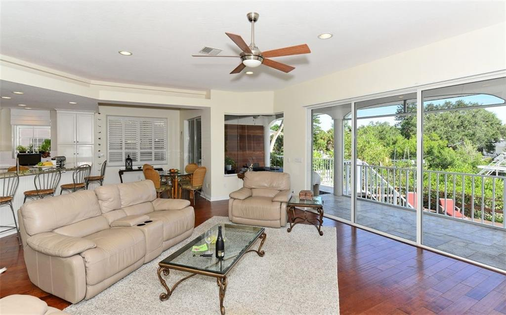 Single Family Home for sale at 5161 Oxford Dr, Sarasota, FL 34242 - MLS Number is A4417387