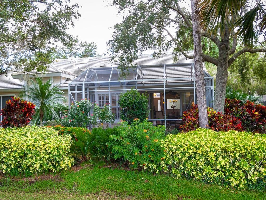 Single Family Home for sale at 7931 Whitebridge Gln, University Park, FL 34201 - MLS Number is A4419845