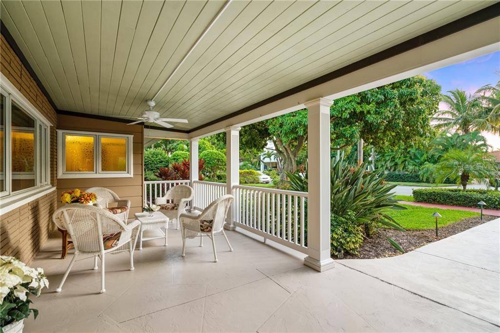 Single Family Home for sale at 370 S Washington Dr, Sarasota, FL 34236 - MLS Number is A4420489