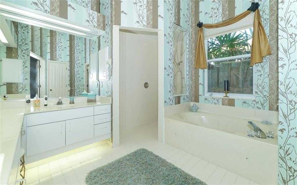 Master bath with walk-in shower, dual sinks & garden tub with spa jets. - Single Family Home for sale at 6125 Varedo Ct, Sarasota, FL 34243 - MLS Number is A4420656