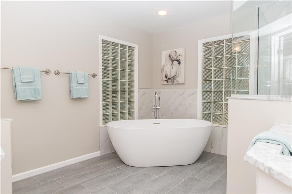 Master Bathroom. - Single Family Home for sale at 108 Sand Dollar Ln, Sarasota, FL 34242 - MLS Number is A4421218