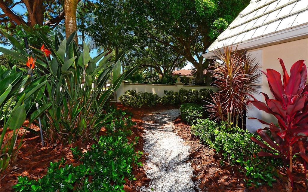 Single Family Home for sale at 625 S Owl Dr, Sarasota, FL 34236 - MLS Number is A4421459