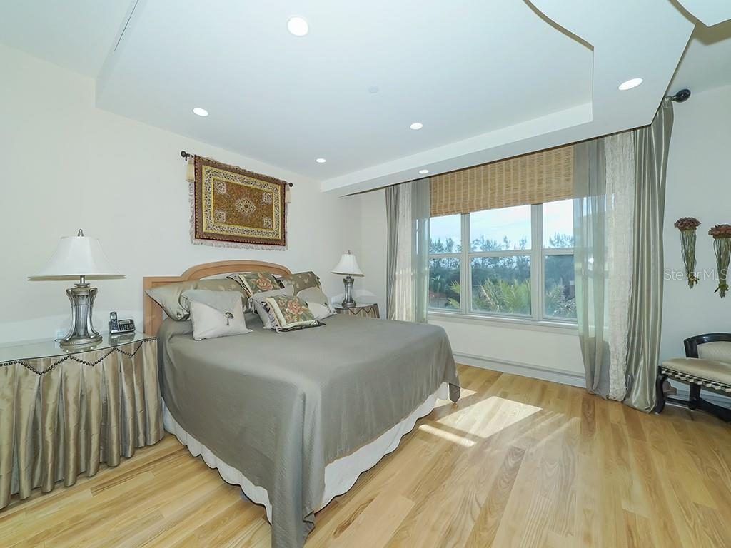 Bright & Spacious Master Bedroom - Condo for sale at 2399 Gulf Of Mexico Dr #3c3, Longboat Key, FL 34228 - MLS Number is A4421722