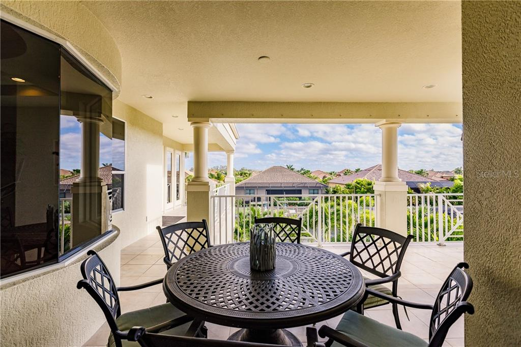 2nd floor wrap around veranda - Single Family Home for sale at 557 Fore Dr, Bradenton, FL 34208 - MLS Number is A4423161