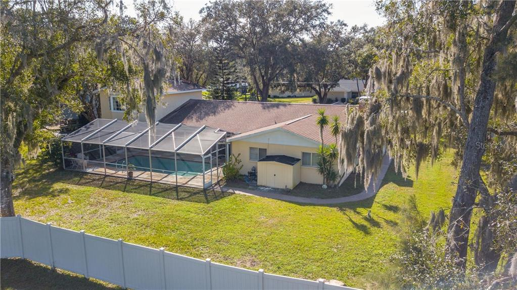 Single Family Home for sale at 1910 Rolling Green Cir, Sarasota, FL 34240 - MLS Number is A4423662