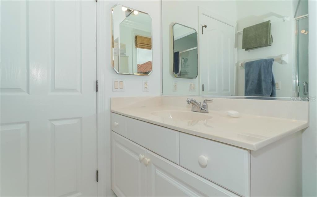 Second bedroom's ensuite. - Condo for sale at 1283 Fruitville Rd #a, Sarasota, FL 34236 - MLS Number is A4426039