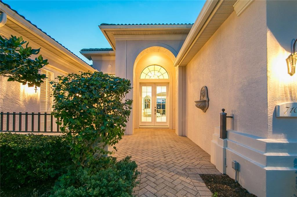 Single Family Home for sale at 7107 Whitemarsh Cir, Lakewood Ranch, FL 34202 - MLS Number is A4430156