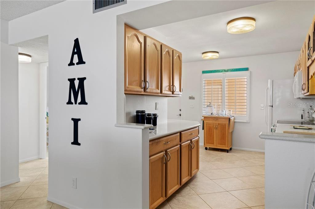 Gulf front master with large walk in closet - Condo for sale at 5300 Gulf Dr #406, Holmes Beach, FL 34217 - MLS Number is A4430634