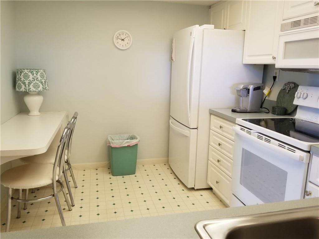 kitchen with eat in rea - Condo for sale at 1125 W Peppertree Dr #603, Sarasota, FL 34242 - MLS Number is A4430690