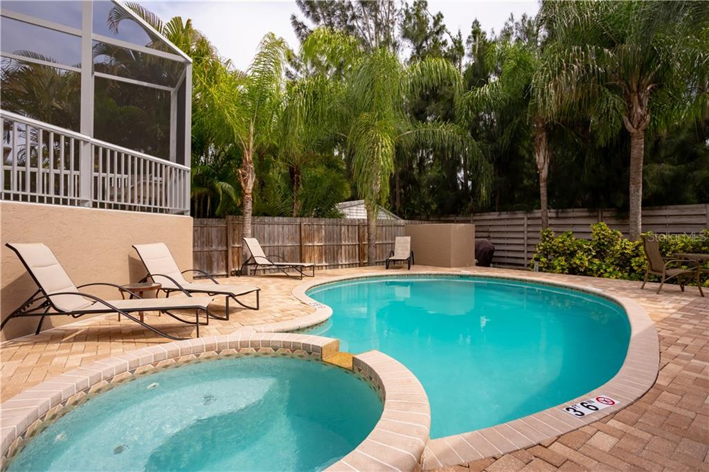 Single Family Home for sale at 1028 Crescent St, Sarasota, FL 34242 - MLS Number is A4432838