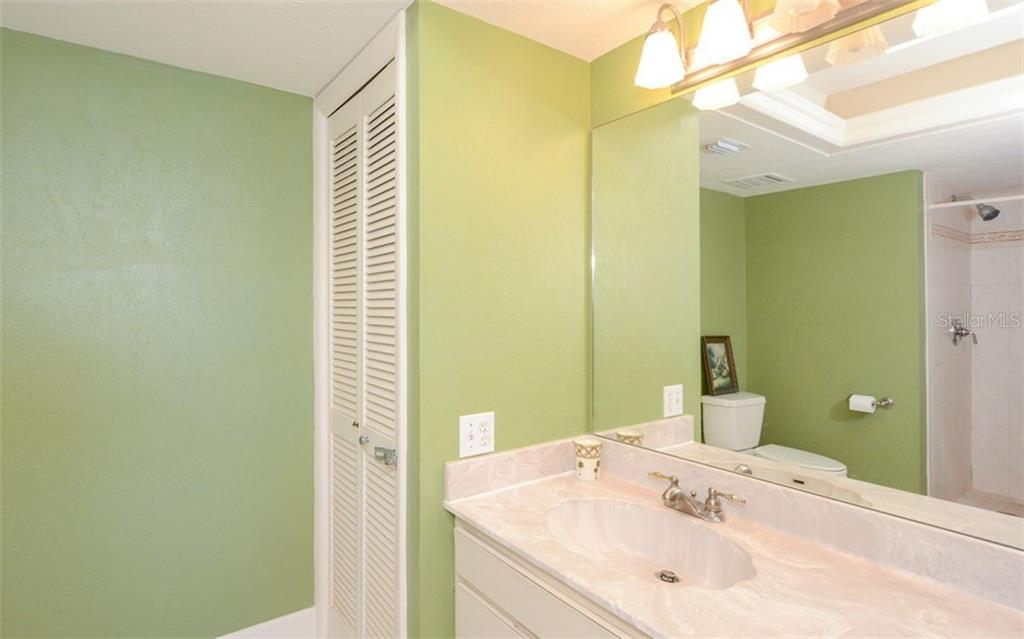 Condo for sale at 302 Beach Rd #2-B, Sarasota, FL 34242 - MLS Number is A4433442