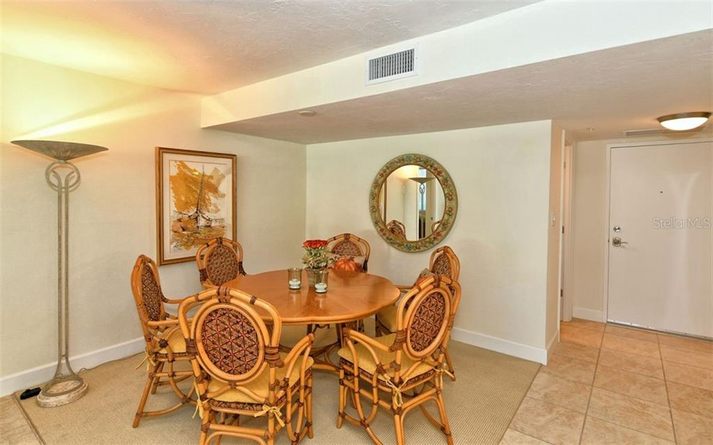 Dining area open to living room. - Condo for sale at 101 S Gulfstream Ave #6d, Sarasota, FL 34236 - MLS Number is A4434802