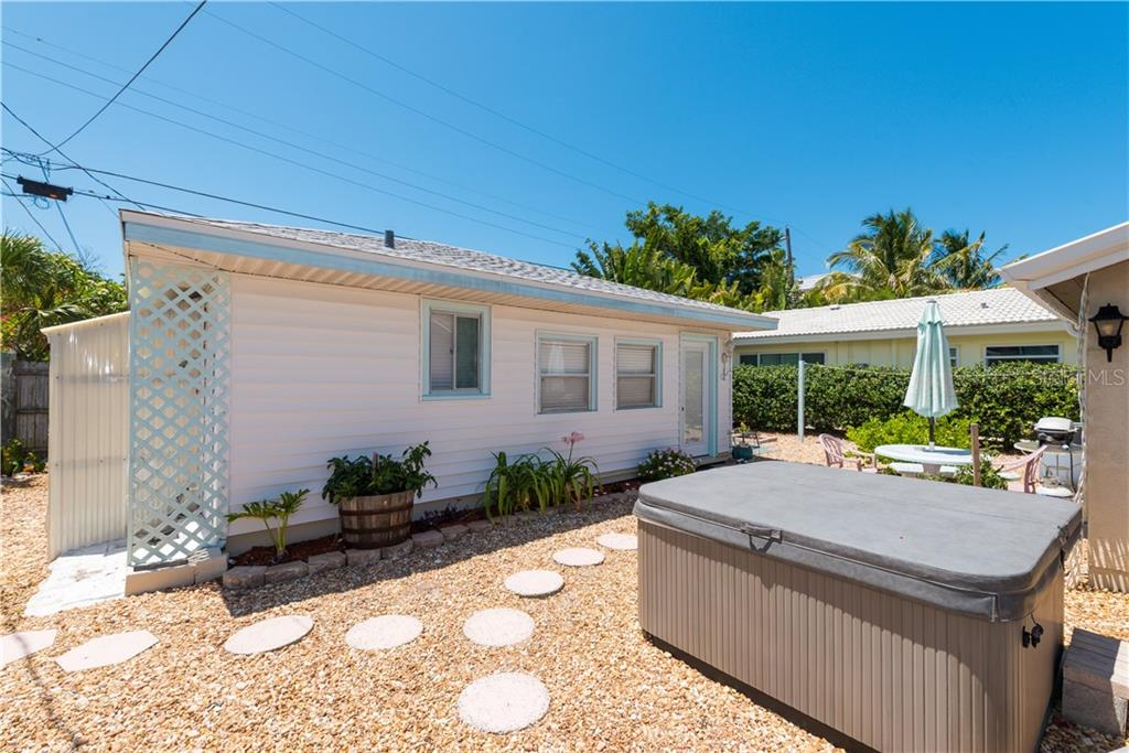 Guest house - Single Family Home for sale at 234 Grant Dr, Sarasota, FL 34236 - MLS Number is A4438170