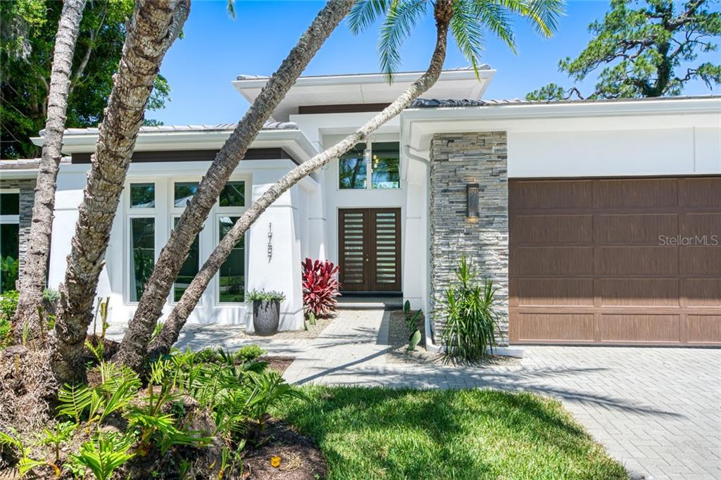 Single Family Home for sale at 1757 Oval Dr S, Sarasota, FL 34239 - MLS Number is A4438225