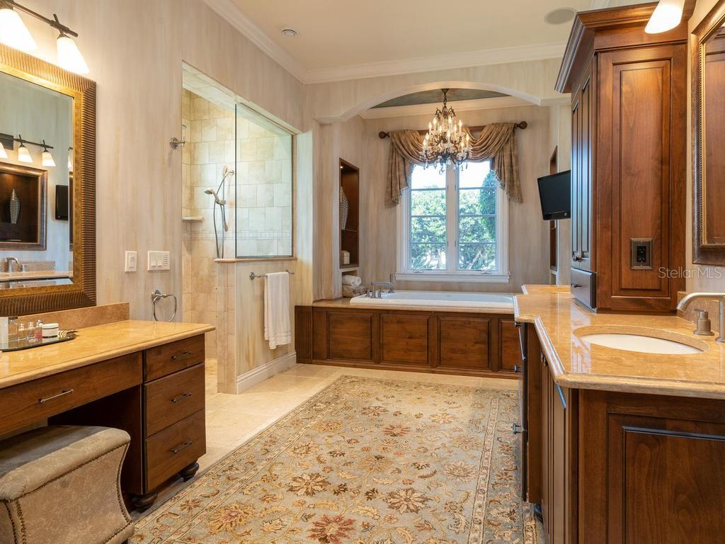 Master bath with travertine, Alder wood cabinets - Single Family Home for sale at 158 Puesta Del Sol, Osprey, FL 34229 - MLS Number is A4439362