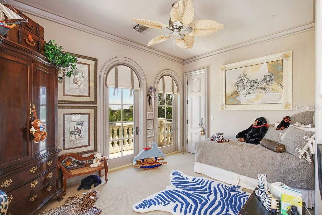 Guest suite - Single Family Home for sale at 845 Longboat Club Rd, Longboat Key, FL 34228 - MLS Number is A4440615