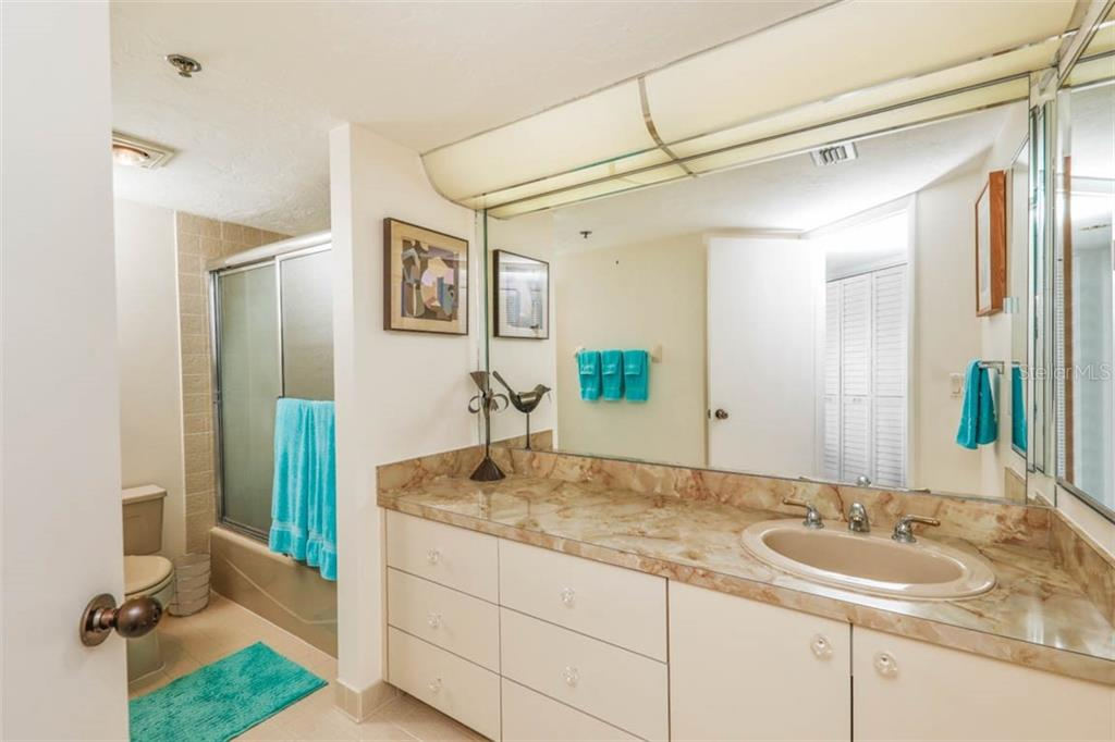 Bathroom 2 - Condo for sale at 888 Blvd Of The Arts #1505, Sarasota, FL 34236 - MLS Number is A4442061
