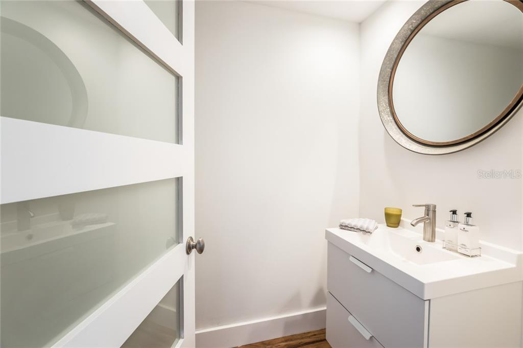 Guest Bath 3. - Condo for sale at 1800 Benjamin Franklin Dr #b408, Sarasota, FL 34236 - MLS Number is A4444789