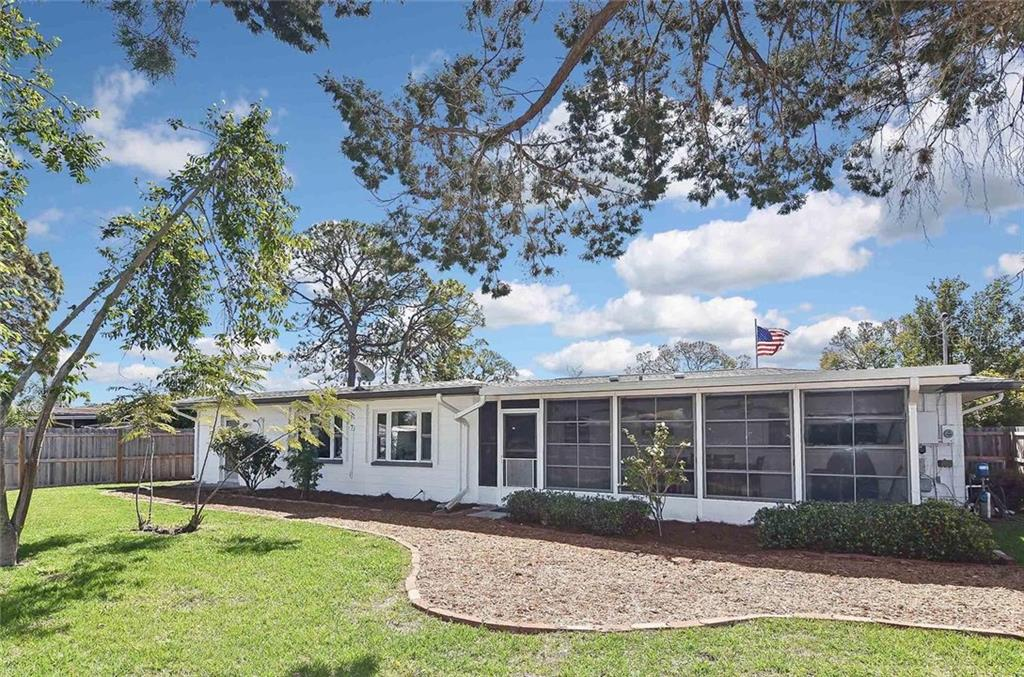 Rear exterior - Single Family Home for sale at 105 Alba St E, Venice, FL 34285 - MLS Number is A4446473
