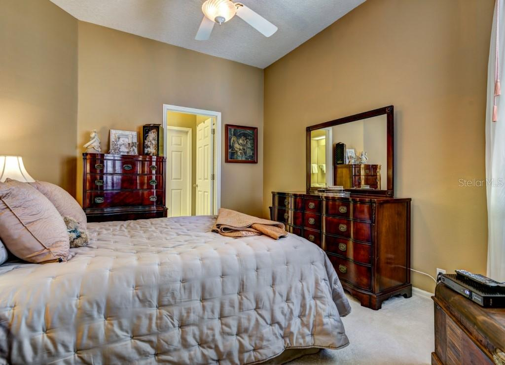 Second bedroom suite with full bath is perfect for guests. High ceiling, good natural light. - Single Family Home for sale at 8727 53rd Ter E, Bradenton, FL 34211 - MLS Number is A4447005