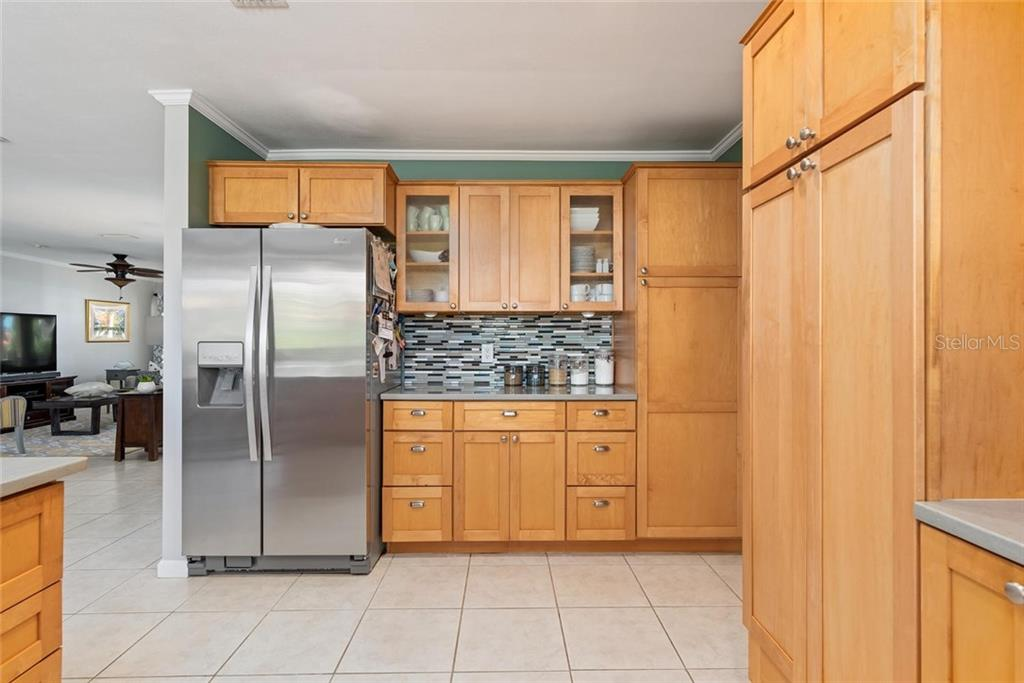 Kitchen and dining area - Single Family Home for sale at 602 Baronet Ln, Holmes Beach, FL 34217 - MLS Number is A4447974