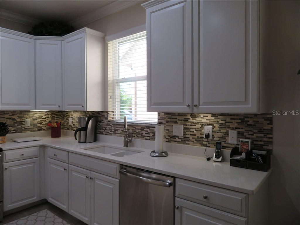 Nice bright kitchen - Single Family Home for sale at 5727 Arbor Wood Ct, Bradenton, FL 34203 - MLS Number is A4448047