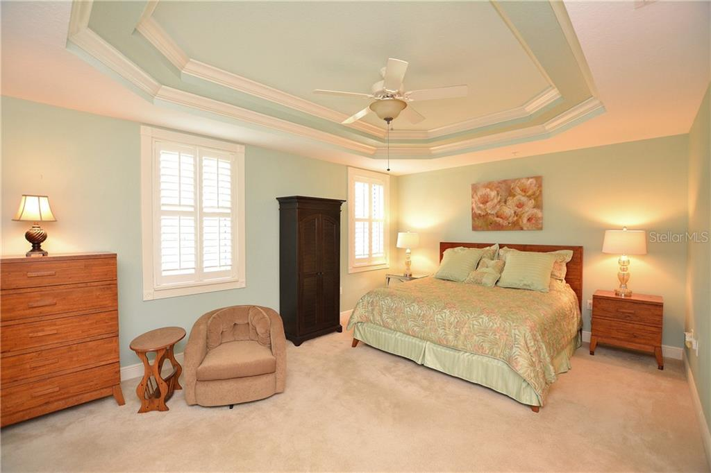 Spacious master retreat with tray ceiling, slider to Florida room and private ensuite bath. - Condo for sale at 5304 Manorwood Dr #2b, Sarasota, FL 34235 - MLS Number is A4448585