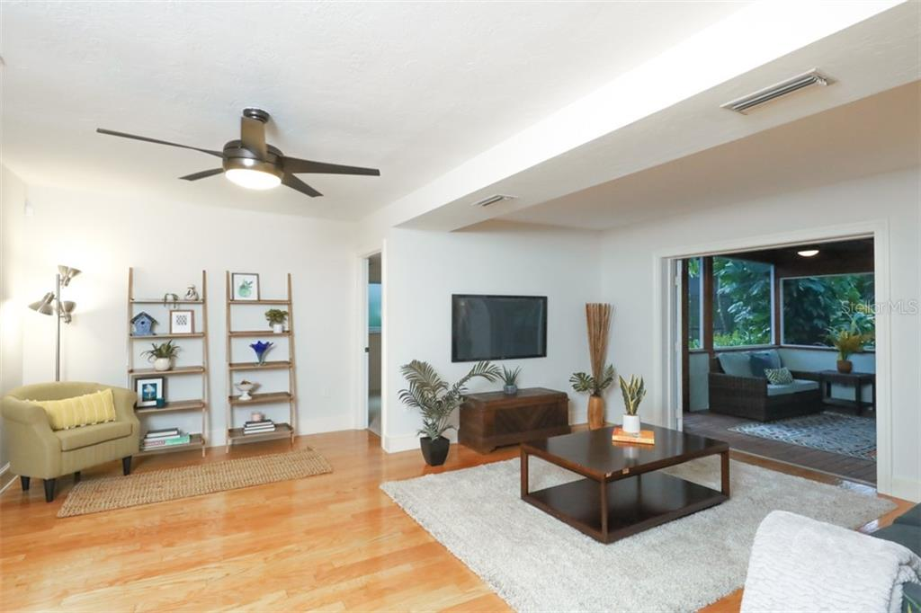 Single Family Home for sale at 3944 Red Rock Ln, Sarasota, FL 34231 - MLS Number is A4448799