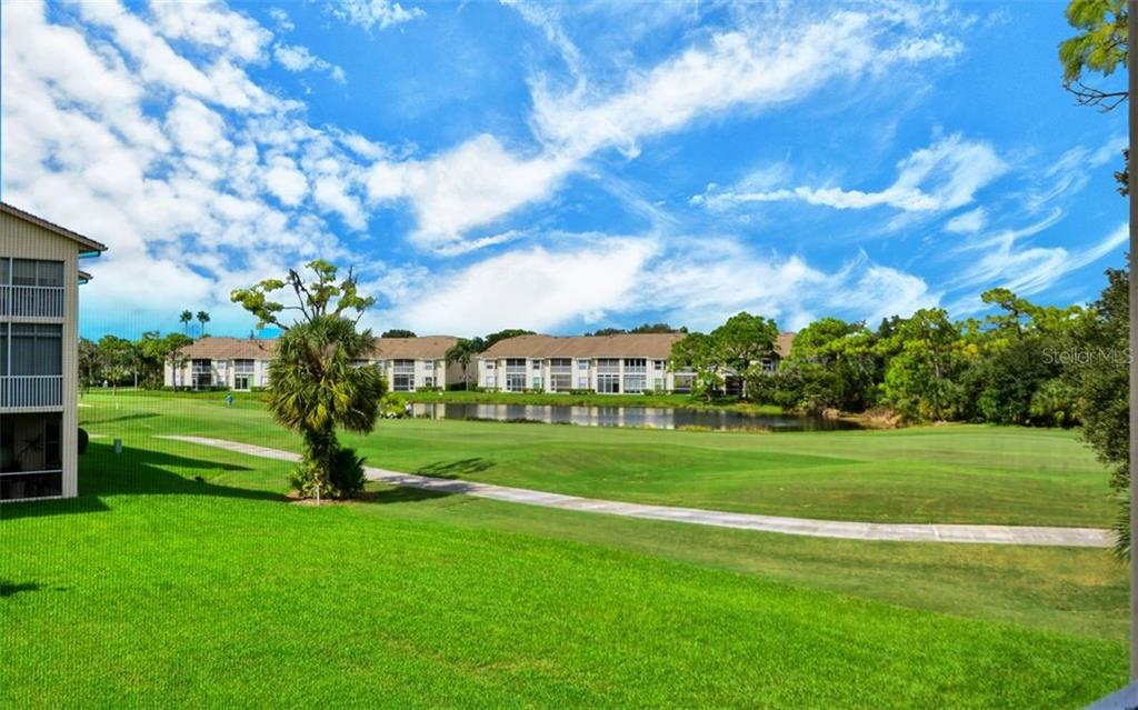 Barbecue area for the Clubside community - Condo for sale at 9620 Club South Cir #5202, Sarasota, FL 34238 - MLS Number is A4450015
