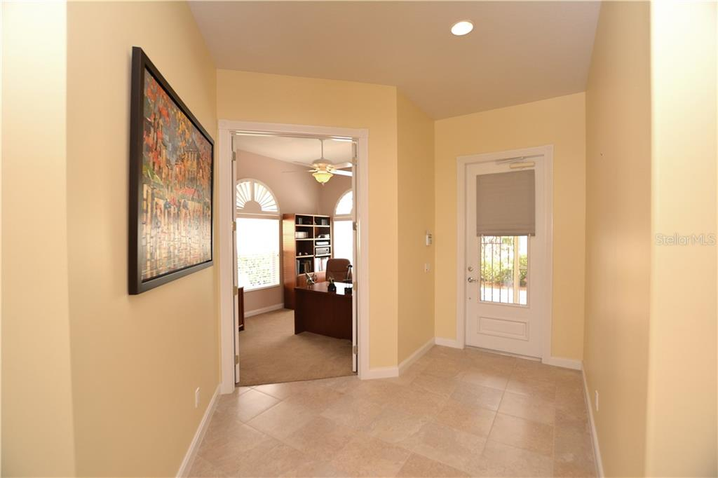 Enter to this light & bright well-maintained home w/high ceilings and popular Oakmont floorplan. - Single Family Home for sale at 5799 Benevento Dr, Sarasota, FL 34238 - MLS Number is A4450677