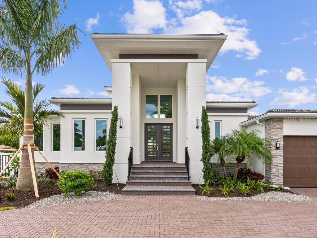 Single Family Home for sale at 562 Bird Key Dr, Sarasota, FL 34236 - MLS Number is A4455197