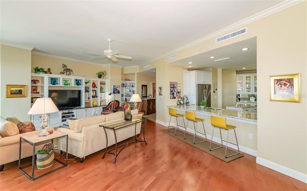Breakfast bar in the kitchen - Condo for sale at 1771 Ringling Blvd #ph305, Sarasota, FL 34236 - MLS Number is A4455755