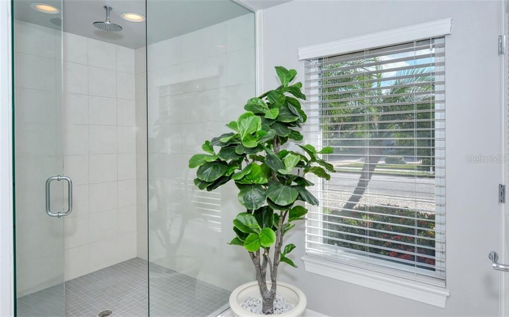 Master Bathroom shower. - Single Family Home for sale at 4177 Escondito Cir, Sarasota, FL 34238 - MLS Number is A4456531