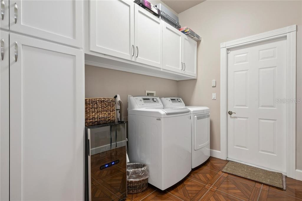 Laundry room - Single Family Home for sale at 448 Baynard Dr, Venice, FL 34285 - MLS Number is A4459566