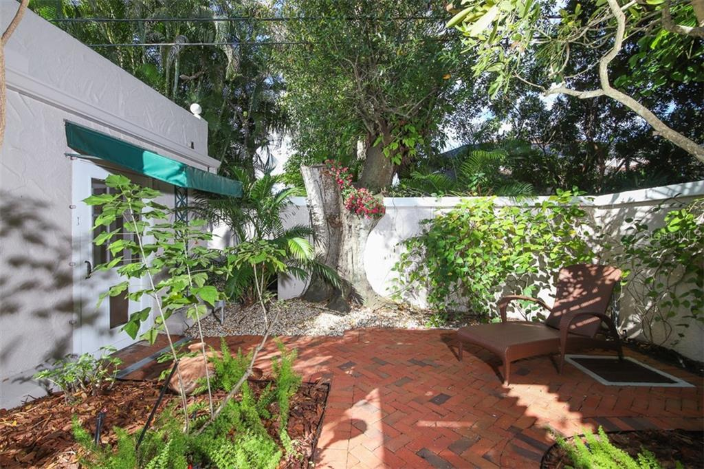 Detached guest cottage outdoor sitting area - Single Family Home for sale at 3838 Flores Ave, Sarasota, FL 34239 - MLS Number is A4461669