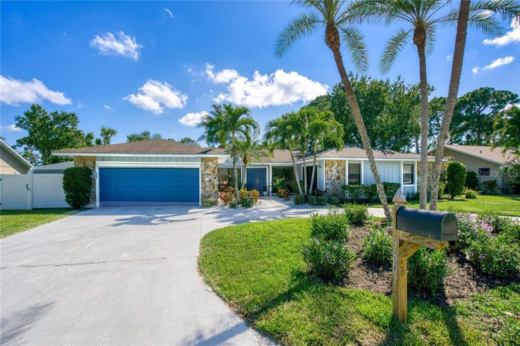 Single Family Home for sale at 3807 Avenida Madera, Bradenton, FL 34210 - MLS Number is A4467759