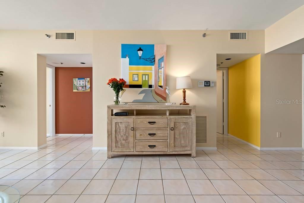 Split floor plan..Master to the left and Guests to the right - Condo for sale at 2016 Harbourside Dr #352, Longboat Key, FL 34228 - MLS Number is A4470767