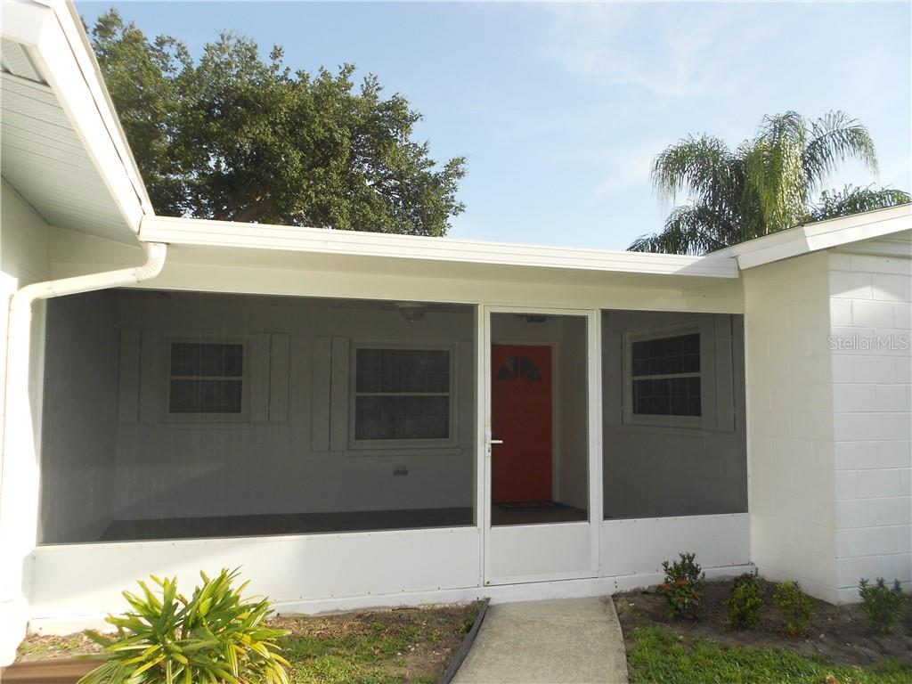 Covered Screened-In Lanai with Porcelain Floor Tile - Single Family Home for sale at 5326 Colewood Pl, Sarasota, FL 34232 - MLS Number is A4471495