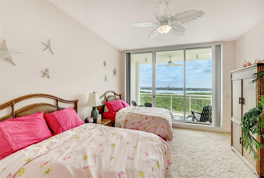 Resort style pool area. - Condo for sale at 1300 Benjamin Franklin Dr #708, Sarasota, FL 34236 - MLS Number is A4471978