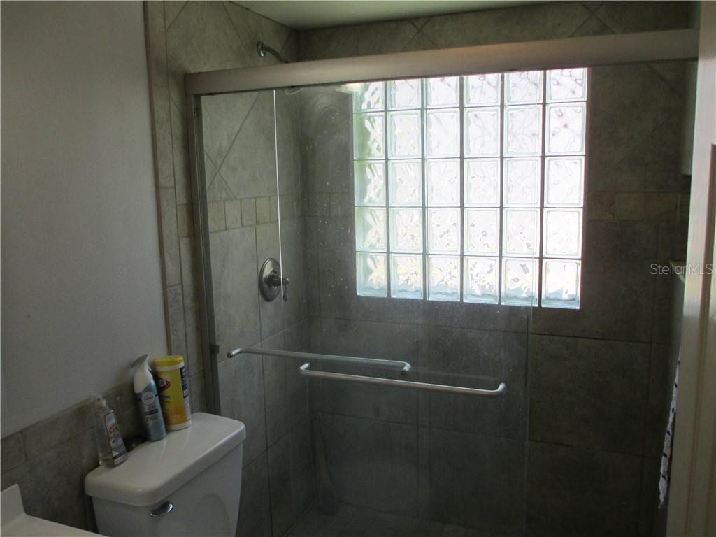 Guest bathroom - Single Family Home for sale at 4915 Harris Ave, Sarasota, FL 34233 - MLS Number is A4473427