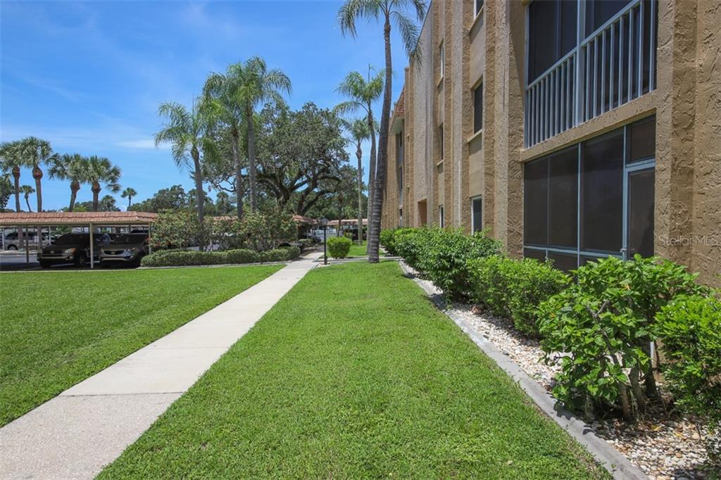 South elevation of building. Unit 171 to the right. - Condo for sale at 1330 Glen Oaks Dr E #171d, Sarasota, FL 34232 - MLS Number is A4473999