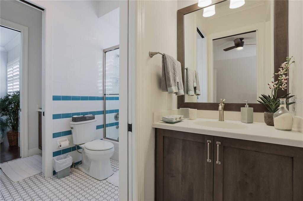 Jack and Jill bath shared by 2nd and 3rd bedrooms. - Single Family Home for sale at 1800 Loma Linda St, Sarasota, FL 34239 - MLS Number is A4474193