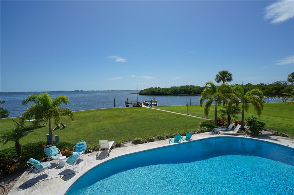 Single Family Home for sale at 7322 Westmoreland Dr, Sarasota, FL 34243 - MLS Number is A4474402