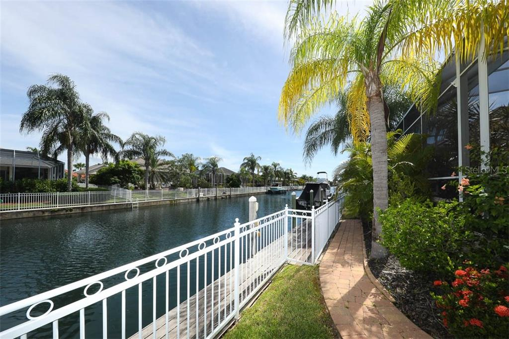 Single Family Home for sale at 4750 Mainsail Dr, Bradenton, FL 34208 - MLS Number is A4474461